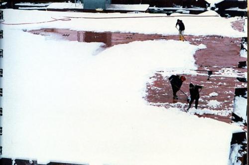 Woensdrecht (5) sneeuw scheppen