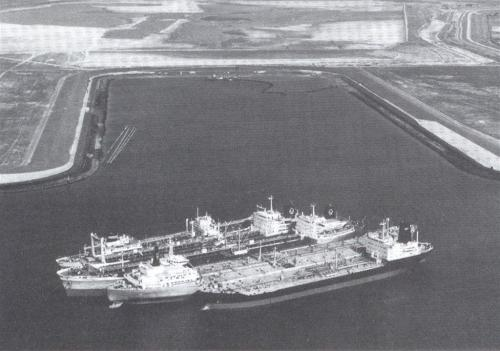 Opgelegde tankers in Eemhaven